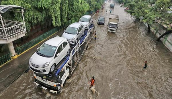 188373_pengiriman-kendaraan-saat-banjir_663_382