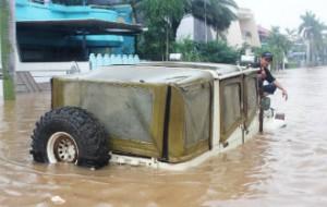 Gak percuma punya Jeep, masuk danau aja ngga kenapa-napa apalagi masuk