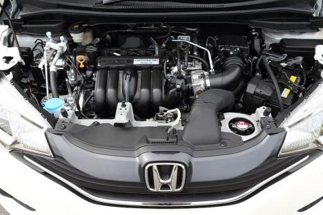 2014-Honda-Fit-Jazz-37[2]