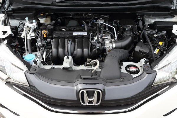2014-Honda-Fit-Jazz-37[2]