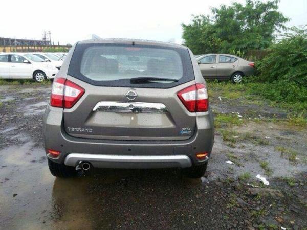Nissan-Terrano-rear-spied