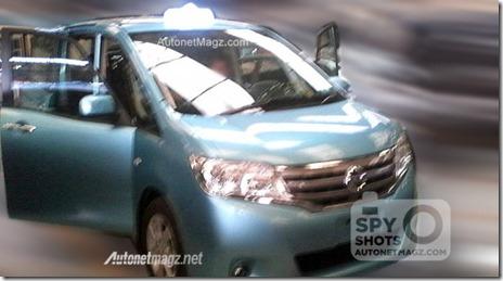 Foto-penampakan-spyshot-Taksi-Bluebird-Nissan-Serena-2014-630x349