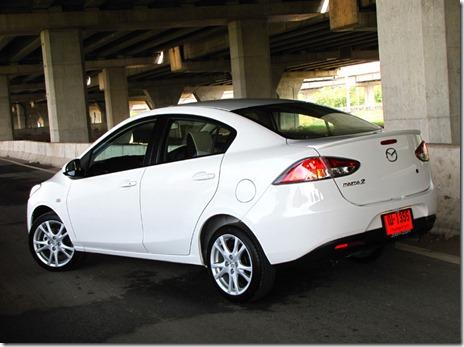 Mazda2_Sedan_4AT_06