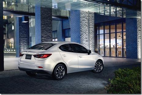 Mazda 2 Sedan 03