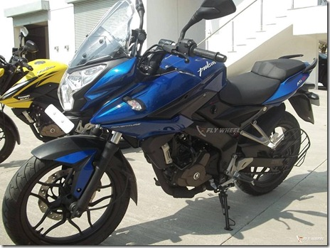 Bajaj-Pulsar-200-AS-front-quarters-Indonesia