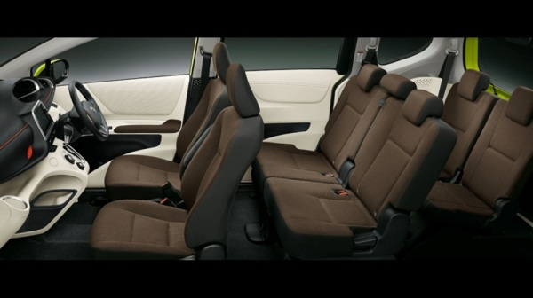 toyota-sienta-2016-review-interior
