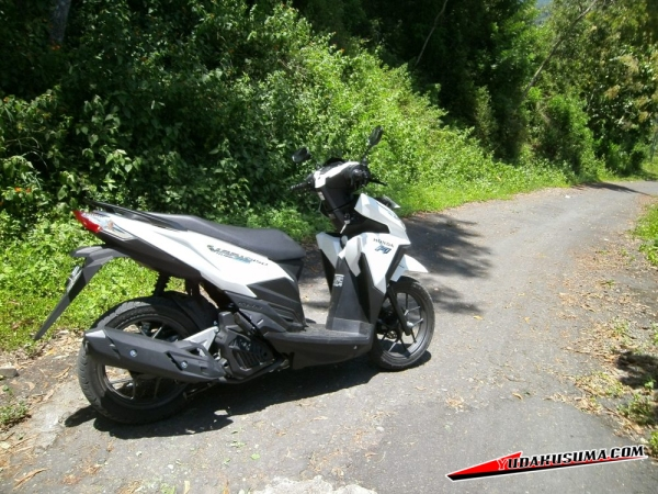 honda-vario-125-15-review-samping