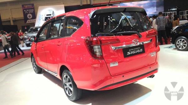 first-impression-review-daihatsu-sigra-1200-cc-belakang